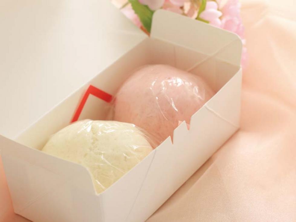 「令和」 改元記念 紅白饅頭のプレゼント!
