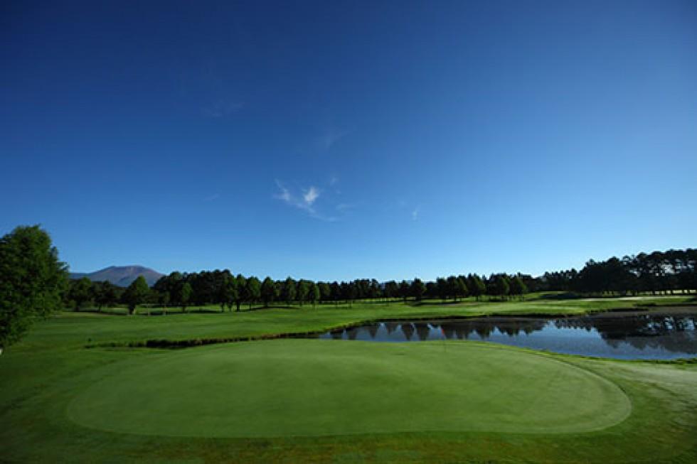 期間中の平日、女性限定!軽井沢72ゴルフ南コースをラウンドしてお得にショッピングを楽しもう!